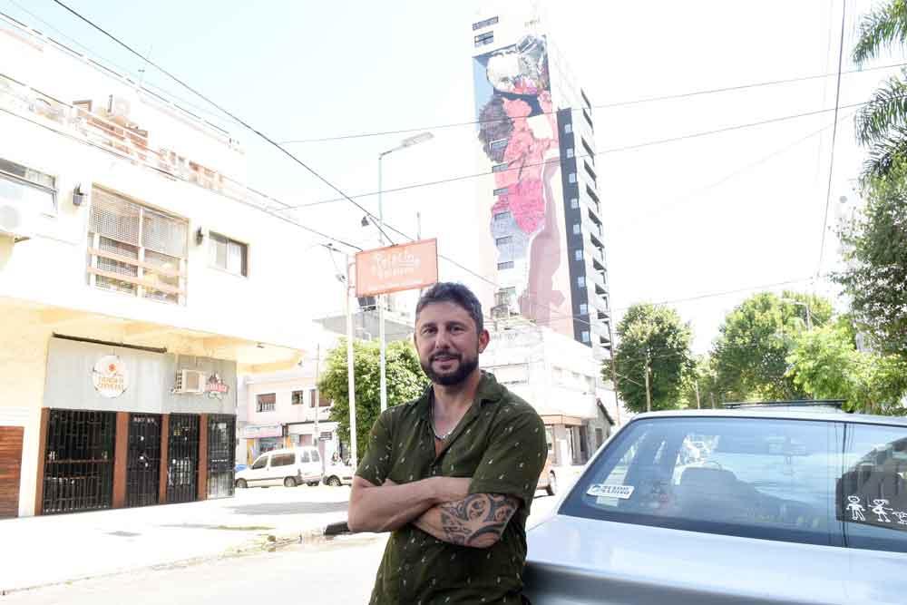 EN BANFIELD SE VERÁ UN EDIFICIO CON UN MURAL DE MARTÍN RON