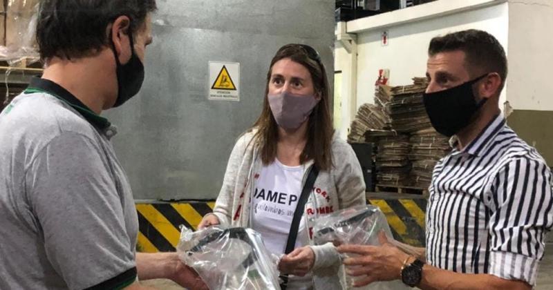 IMPORTANTE DONACIÓN DE MÁSCARAS A DOCENTES DE LOMAS